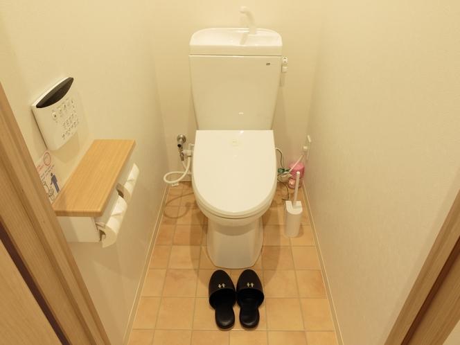 共用のトイレ(シャワー便座付き)