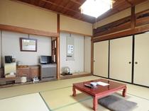 【和室8畳】昔ながらの純然たる和室※こちらの客室は鍵なしのため施錠できませんので予めご了承ください。