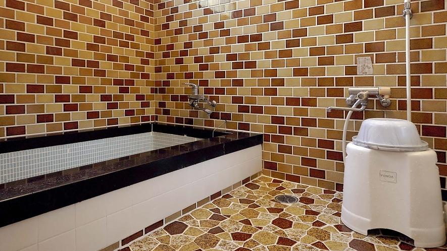 【浴室】ボイラーを新しくしましたので、豊富なお湯で快適にご入浴いただけます。