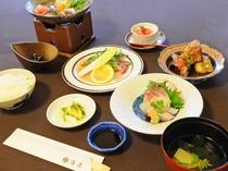【夕食の一例】自慢の料理をぜひお召し上がりください。