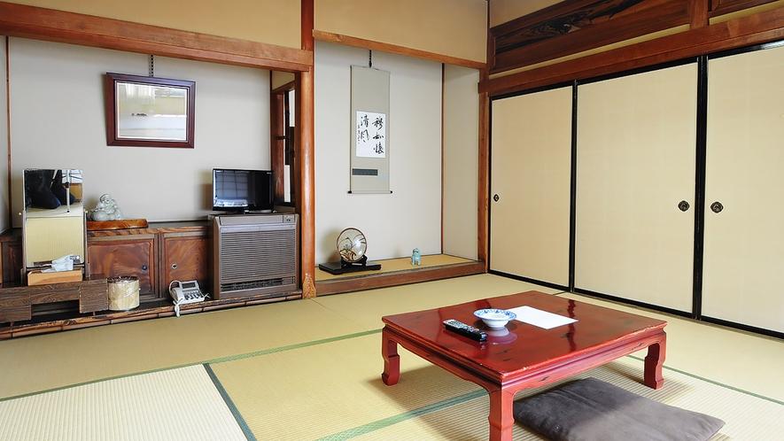 【和室8畳】昔ながらの純全たる和室※こちらの客室は鍵なしのため施錠できませんので予めご了承ください。