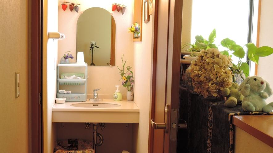 *【施設】共用洗面台。清潔に保つよう、心がけて清掃しています