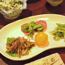 *自家栽培されている四季折々の山菜料理