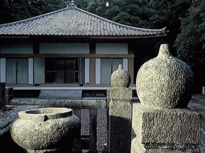 太山寺。行基開山と伝えられる山岳寺院で、中世には大寺として栄え、西高野と称された