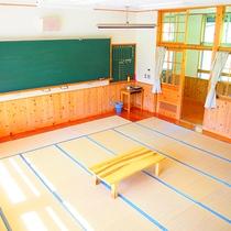 【教室(和室)一例】教室が畳敷きになったお部屋。黒板にチョークで自由に落書きもできますよ♪