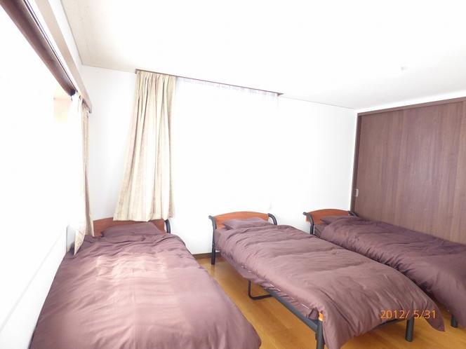 10帖寝室1