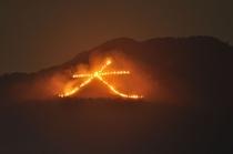 大文字 送り火8月16日夏の夜空をいろどる京都五山送り火。