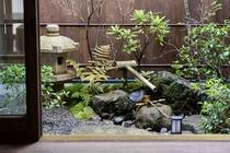 四季それぞれに変化する庭を鑑賞していただけます。