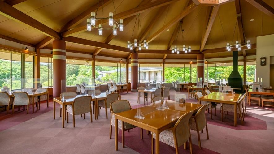 【レストラン】開放感のあるレストラン