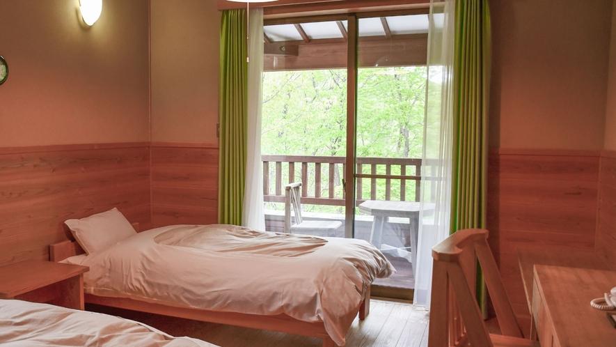 【離れ別館・洋室】木々の香りに包まれて穏やかな時間をお過ごしください。