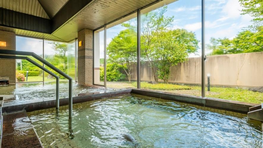 お湯につかりながら眺める景色に癒されます