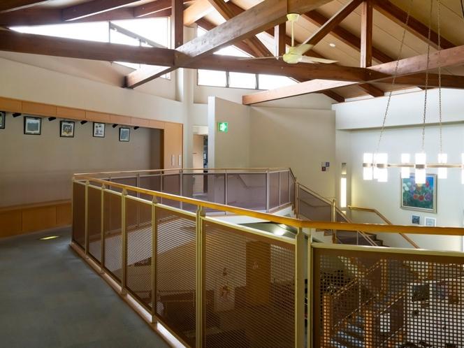 【ロビー2階】開放感のある明るいロビーです