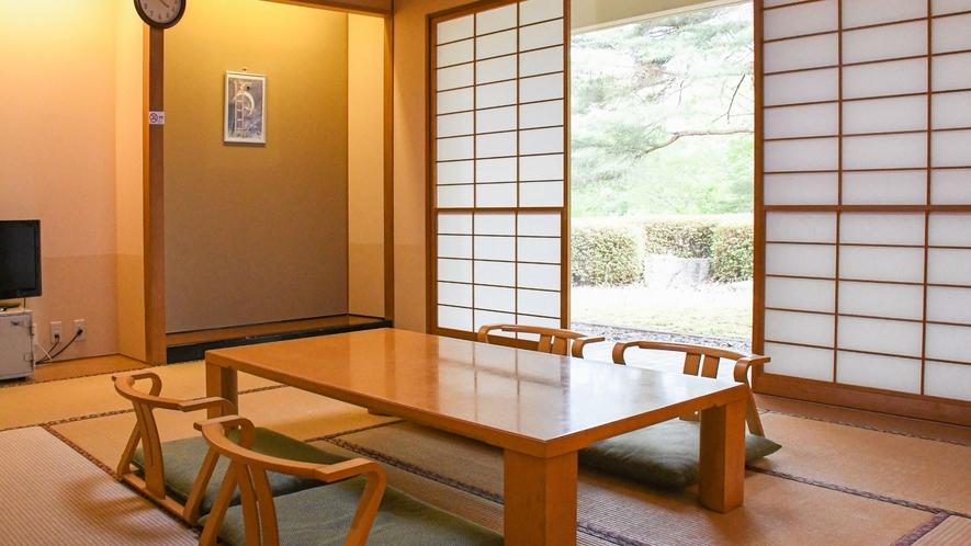 【離れ特別和洋室(和室)】中庭に面し明るく開放的な和室