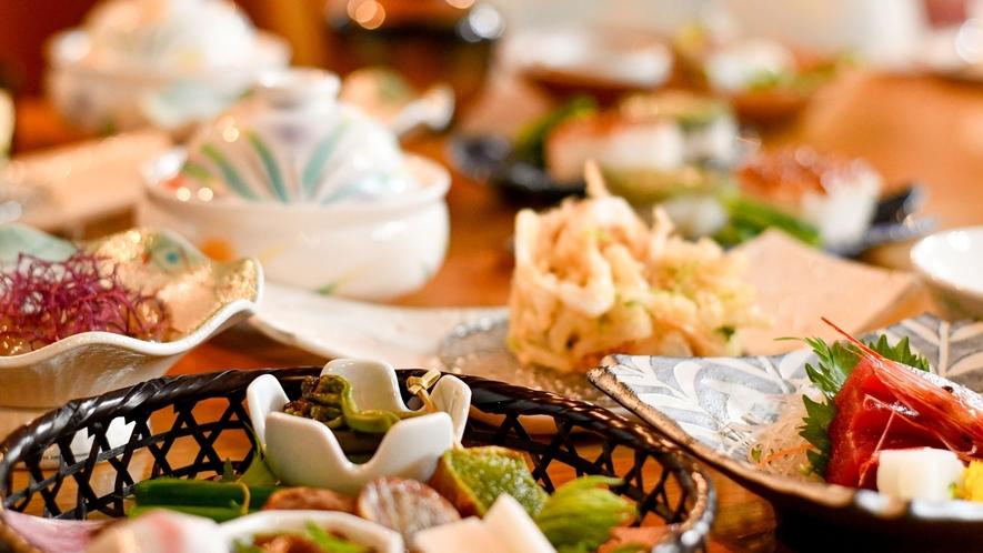 【季節の旬会席】料理長厳選の食材を日替わりの献立でご用意いたします。