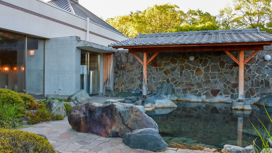 【露天風呂】大自然と青空を眺めながら贅沢なひと時