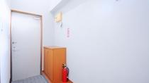 【洋室ツイン・玄関】アパート感覚のお宿です