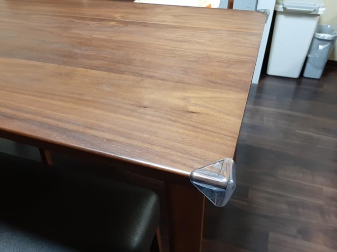 ファミリー部屋のテーブル