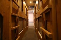 女性専用ドミトリー内/Female dormitory rooms