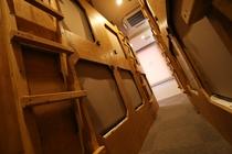 女性専用ドミトリー内2/Female dormitory rooms