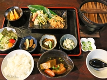 【朝食の一例】沖縄の料理を中心に和定食をご用意いたします。(内容は、季節によって異なります)