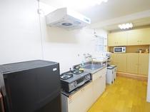【キッチン】古民家で沖縄料理を楽しむのもおすすめです♪
