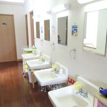 *施設一例/本館ご宿泊の際は共用トイレと洗面スペースをご利用下さい。