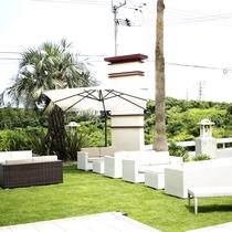 【オープンカフェスペース】お天気のいい日は、オープンテラスでリラックスタイムを…