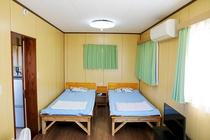 部屋ベッド写真