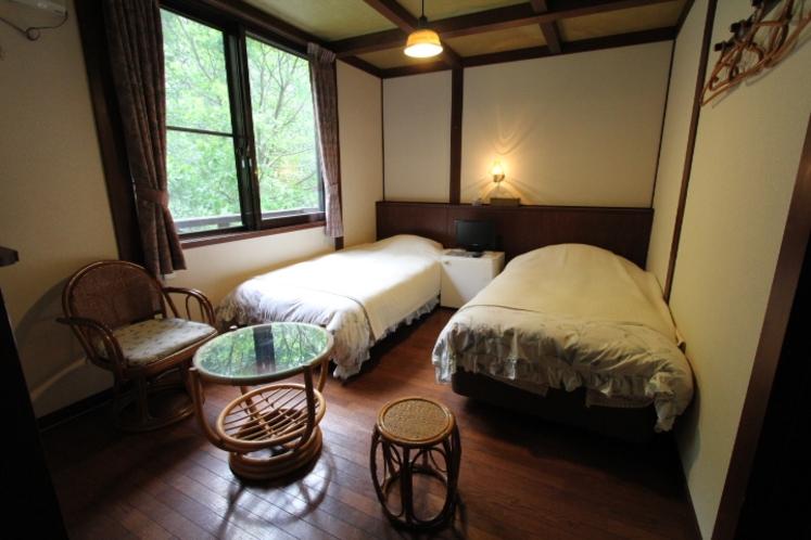 ツインベッド洋室