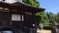 ・【周辺】円福寺/本堂前には、宝篋印塔が2基あり、重要文化財に指定されている。