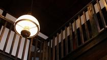 ・【館内】大正時代の建物をリノーベーション。レトロな雰囲気漂う館内です。