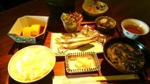 ・奈良県産のお米ヒノヒカリを使用した人気の和定食です。