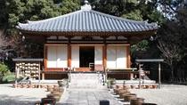 ・【竹林寺】奈良時代の僧・行基の墓がある。