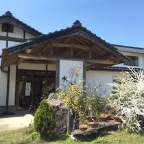 【外観】こじんまりとした純和風の温泉旅館です