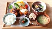 【夕食一例】日替わりでボリュームのあるお食事をご提供いたします。