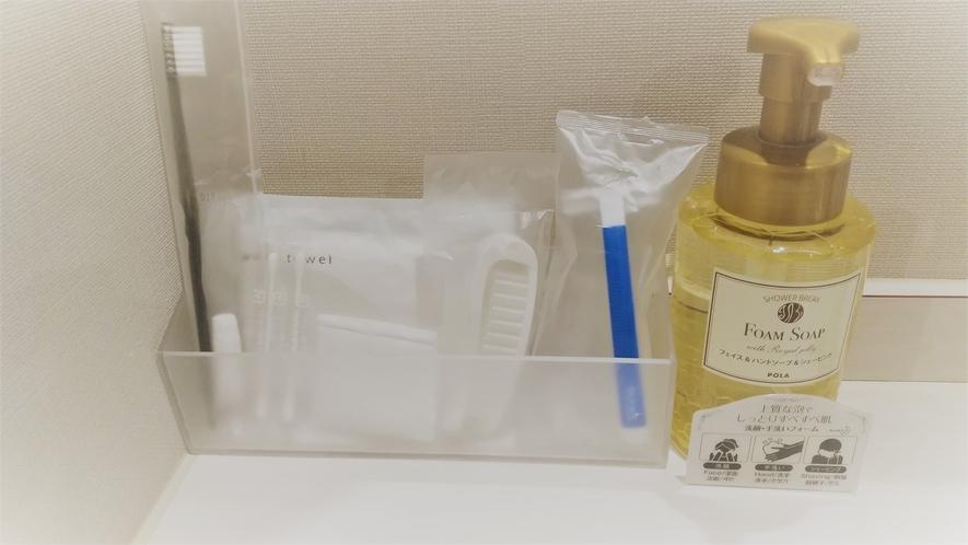 ■客室 各種アメニティ■ 洗面台には歯ブラシ・髭剃り・ヘアブラシ・コット等をご用意