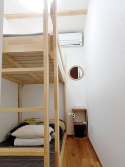 2段ベッドの個室 快適羽毛布団
