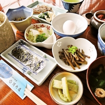 *【朝食一例】和定食を海の見える広間にてご用意します