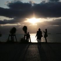 瀬長島のサンセット風景(車で約15分)