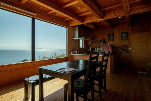 【朝食付きプラン】窓の外は一面の海。海辺のタイニーハウスでゆっくりした時間を。