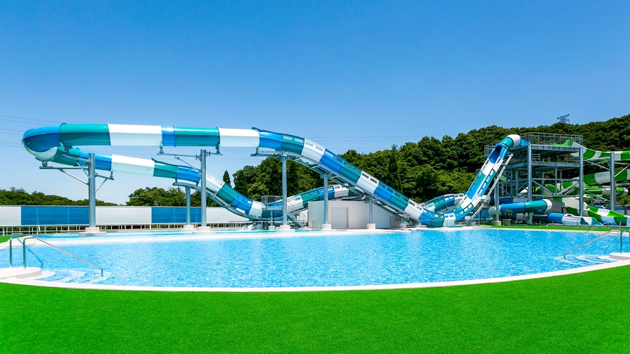 【プール】〔グレートブラスター〕 急降下と急上昇を3回も楽しめるスライダー♪