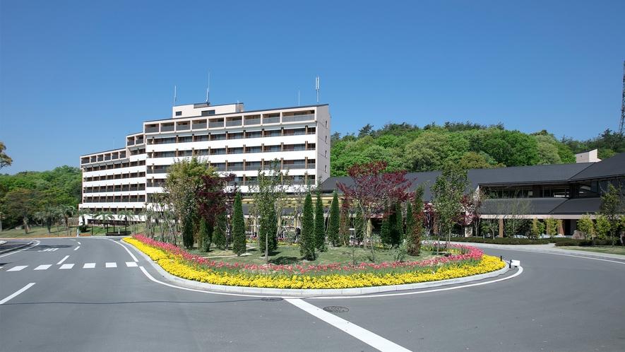 【外観】HOTEL THE PAVONE 外観。大自然に囲まれてリゾート気分をお楽しみください♪