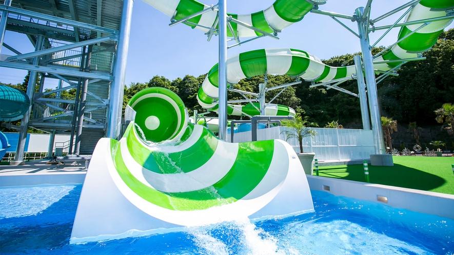 【プール】〔ファミリー・スプラッシュ〕 専用浮輪で滑走!3~4人でどうぞ♪