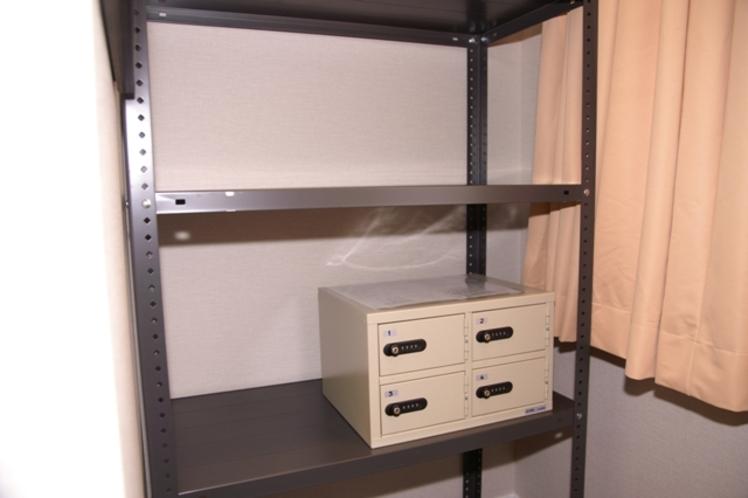 女性専用COCOON寝台、貴重品保管庫