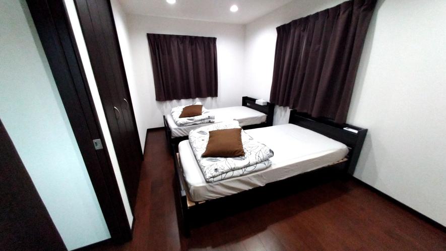 Venus 2階 シングルベッド×2