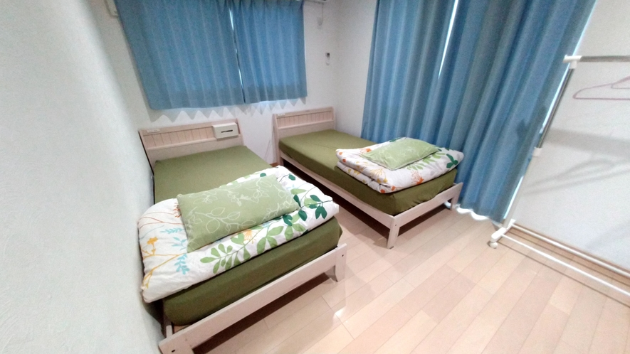 Tomy 2階 シングルベッド×2
