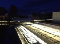 商店街アーケードの夜景