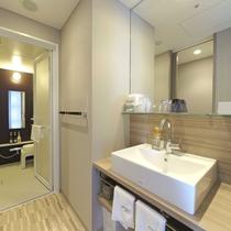 モデレート・スーペリアツインルームの洗面台、お風呂