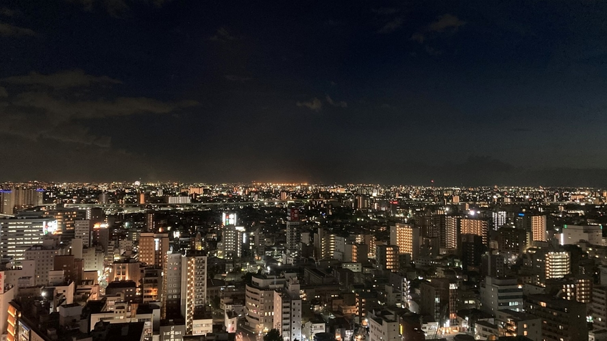 高層階(20~23F)スーペリアルームから夜の眺望。