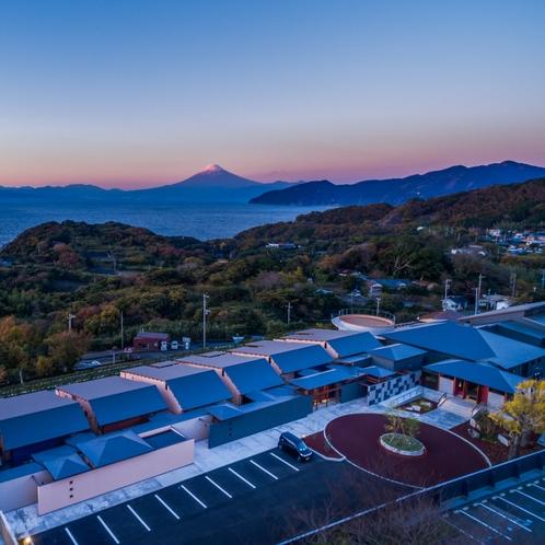 富士山を一望する「ふたり とわに 縁」